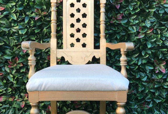 Throne Chair / Gold