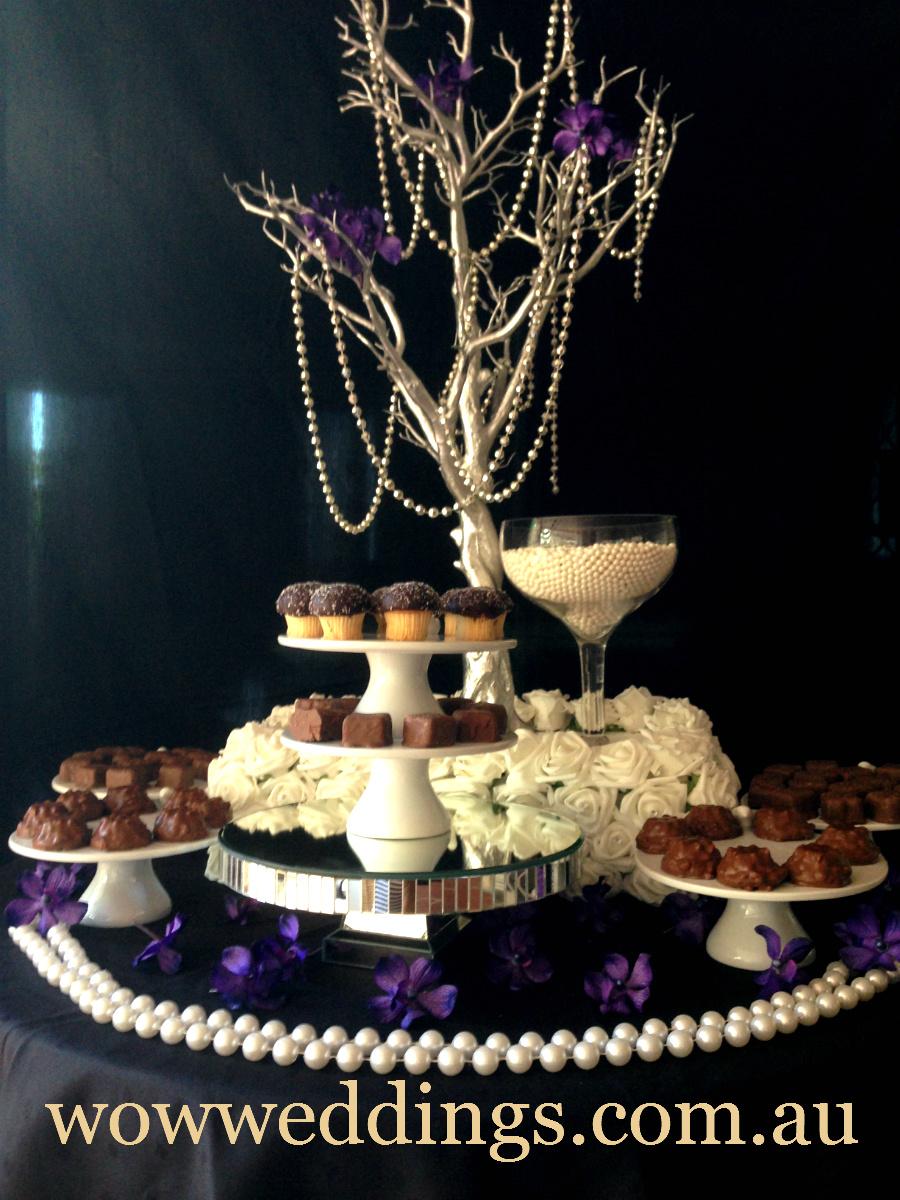 Cake or cupcake riser