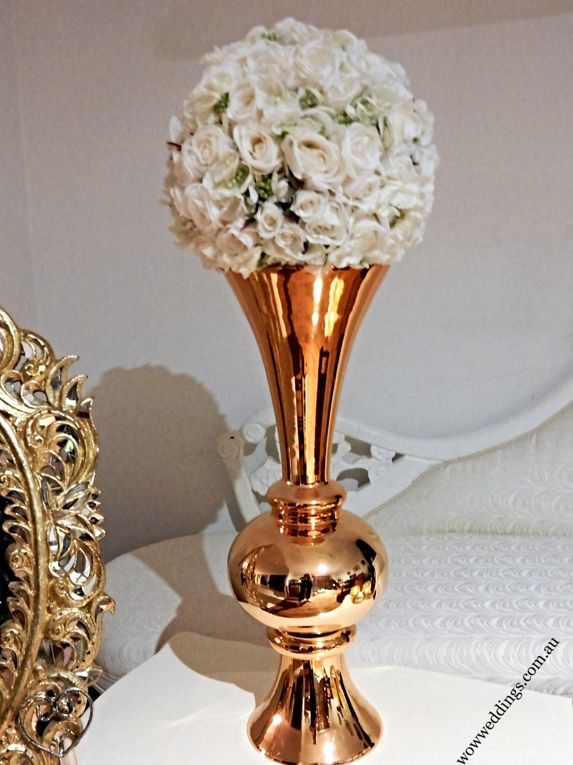 Gold trumphet vase w kissing ball