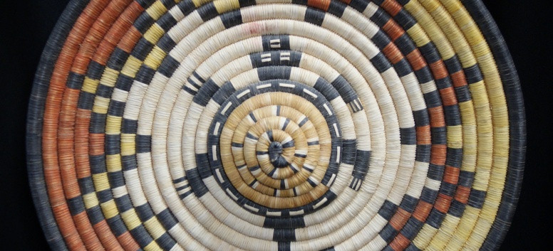 """Hopi Indian 2nd Mesa Vintage 15"""" D Coiled Yucca Basket W/ Turtle In Relief Tray Artist Unknown"""