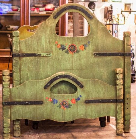 Monterey Spanish Green keyhole Twin Bed
