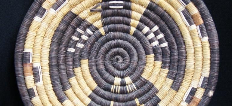 "Hopi Indian 2nd Mesa Vintage 10 1/2"" D Coiled Yucca Basket Eagle Tray Artist Unknown"