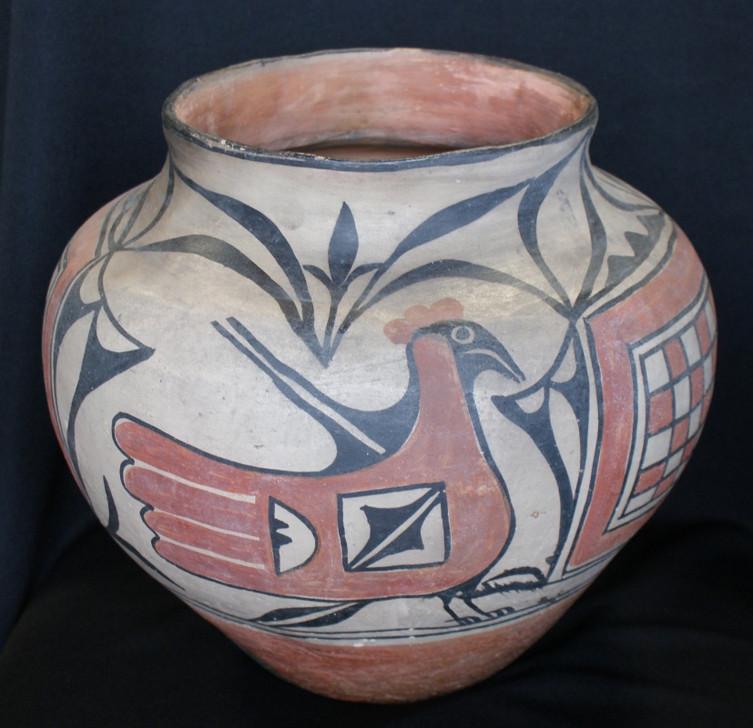 """Santo Domingo Pueblo Olla Pottery 12 1/4"""" D."""