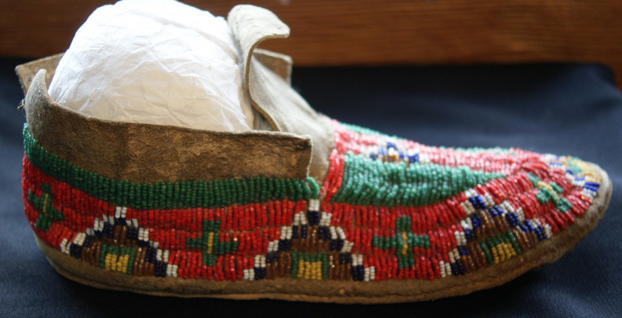 Pair Of 1920's Sioux Indian Beaded Sinew Sewn Hide Moccasins Pair Of 1920's Sioux Indian Beaded Sinew Sewn Hide Moccasins