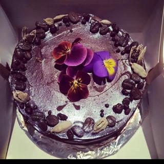 #chocolate#birthdaycake#coffee#cardamom#ganache#patisserie#edibleflowers#poppyingcandy#baking#chef#pastrychef#instafood#foodporn.jpg