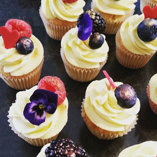 #mini#cupcakes#vanilla#cake#thebaggypantry#instafood#foodporn#bakery#baker#pastrychef#icing#birthday#handmade#smallbusiness#