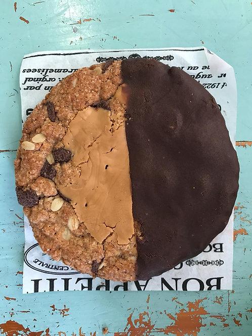 עוגיית שוקולדצ'יפס ענקית טבעונית  - אווה ובתיה