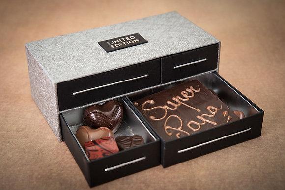 Bureau garni de chocolats