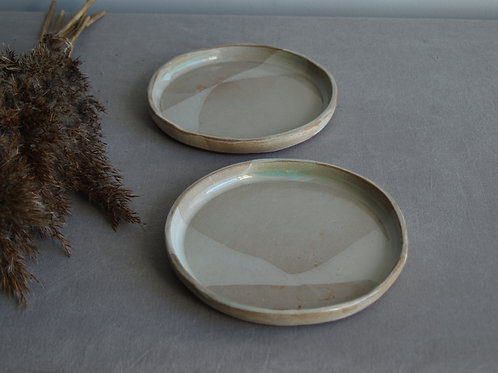 Plate set of two white mint