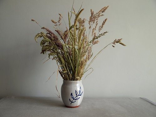 Curved foliage vase