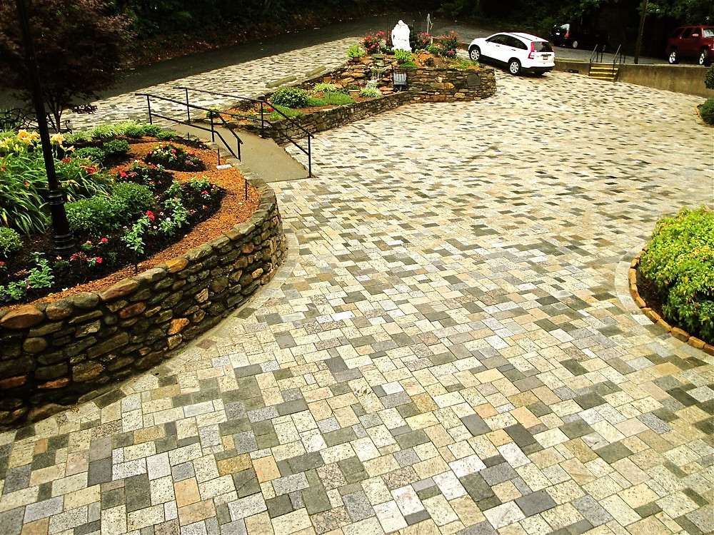 3 piece Herringbone pattern driveway with recycled granite pavers