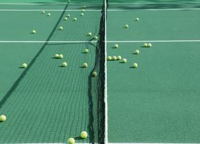 Ser associado de um clube ou pagar por hora em quadras de tênis?