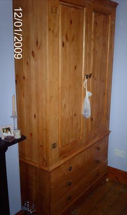 WARDROBE - DOUBLE DOOR AND 4 DRAWERS - PINE.JPG