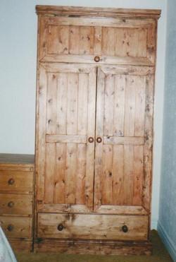 WARDROBE DOUBLE DOORS - STORAGE AND DRAWER - PINE.jpg