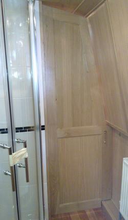 BATHROOM SHAPED DIVIDER DOOR - OAK.jpg