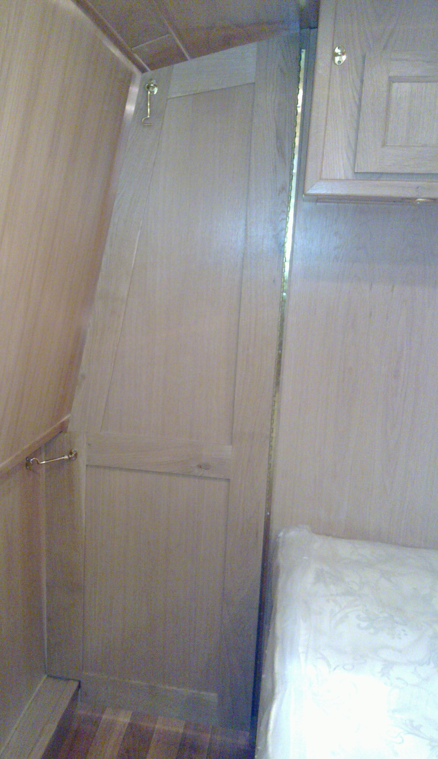 SHAPED DIVIDER DOOR.jpg