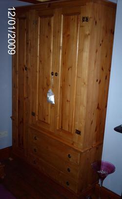 WARDROBE - TRIPLE DOOR AND 3 DRAWERS - PINE.JPG