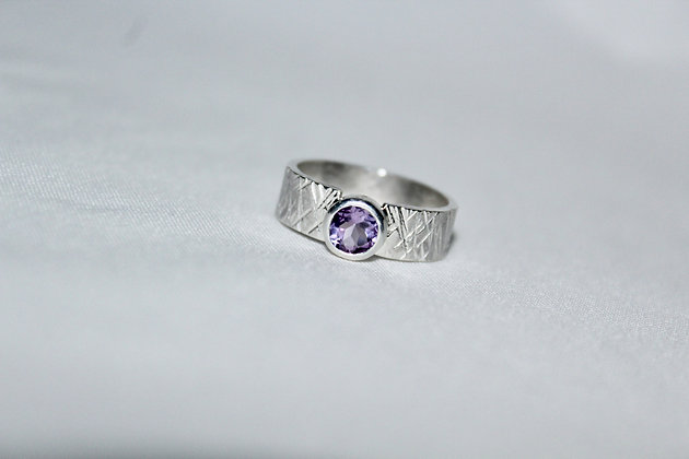925 Sterling silver skate ring with Amethyst