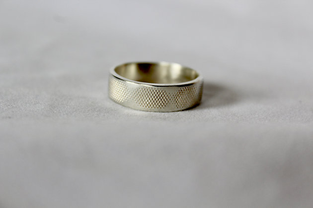 Faded textured men's ring