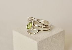 Alice Silver Designs Zilveren ring met peridot.jpeg