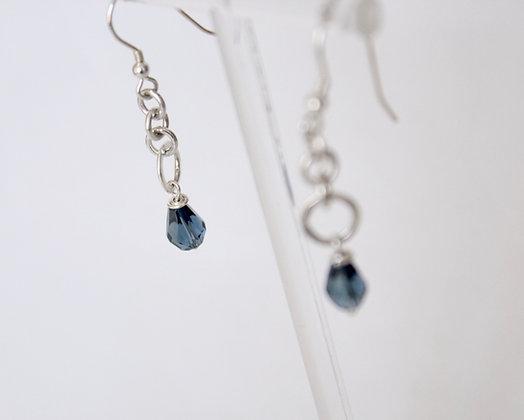 Oorhangers met blauwe gefacetteerde drops