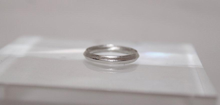 Sterling zilveren stacking ring met rib