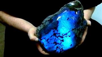 Павлиний камень, он же лабрадор: разновидности, целебные и магические свойства