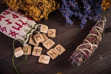 Руническая магия для начинающих: значения рун и правила проведения ритуалов