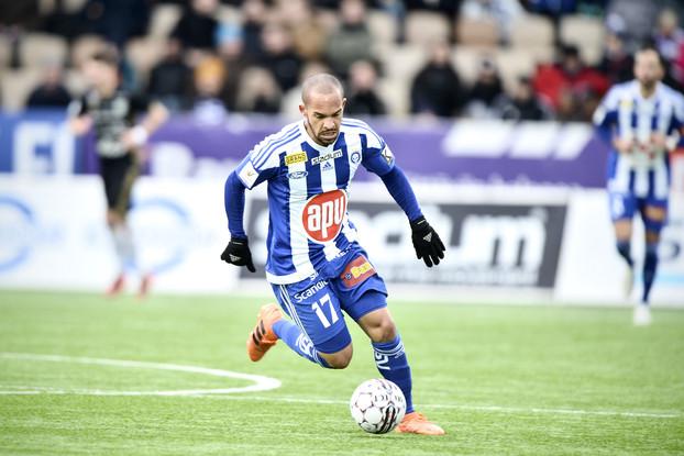 HJK:n Nikolai Alho Veikkausliigan ottelussa HJK - SJK / Lehtikuva