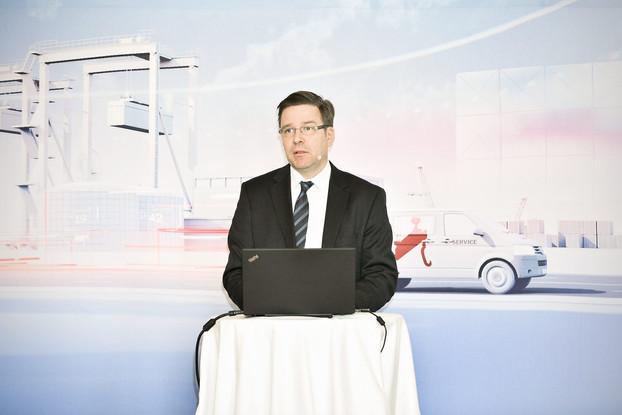 Konecranesin finanssijohtaja Teo Ottola yhtiön osavuosikatsauksessa / Lehtikuva