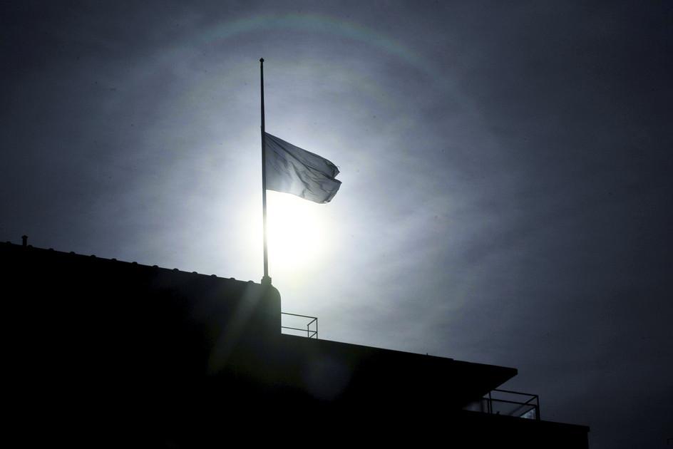 Euroopan Unionin lippu oli laskettu puolitankoon Brysselin terrori-iskujen johdosta Helsingissä 22. maaliskuuta 2016 / Lehtikuva