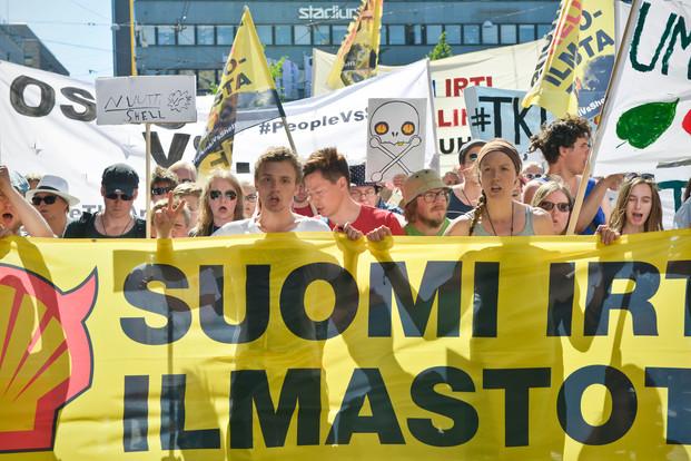 Greenpeacen järjestämä arktista öljynporausta vastustava mielenosoitus Helsingissä. / STT-Lehtikuva