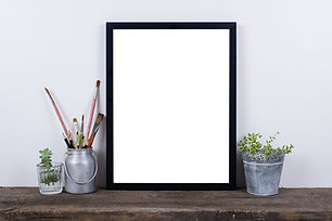 scandinavian-style-empty-photo-frame-moc