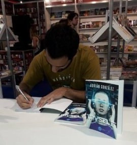 4B íntimo: Entrevista al escritor argentino Adrián González