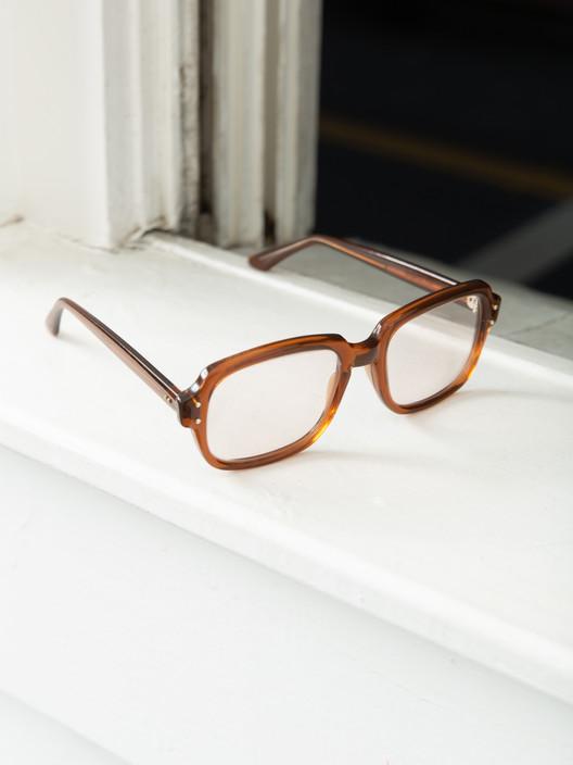 Factors-col.1-glasses-rose.jpg