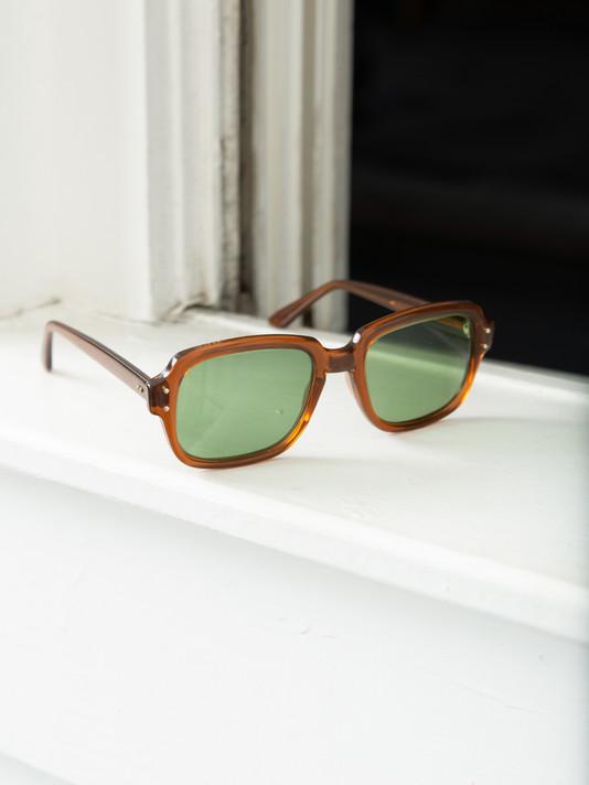 Factors-col.1-glasses-green.jpg