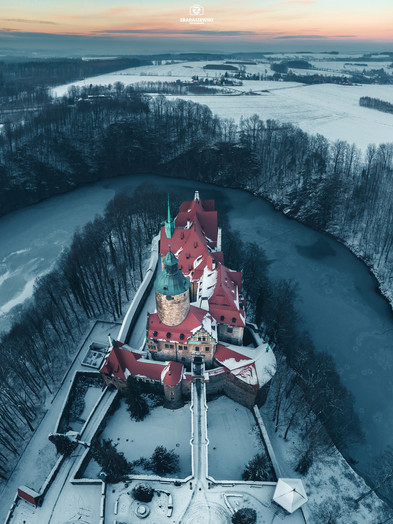 Zamek Czocha z drona. Zima