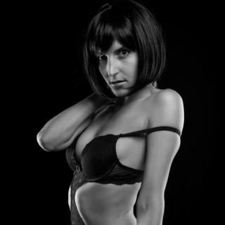 Frau in Dessous, schwarz weiß