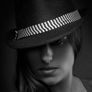 Portraitfoto Frau schwarz weiß
