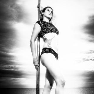 Poledancefotografie, Pole-Shooting, schwarz/weiß, Polecamp