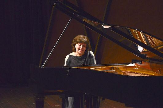 Dina Yoffe playing piano