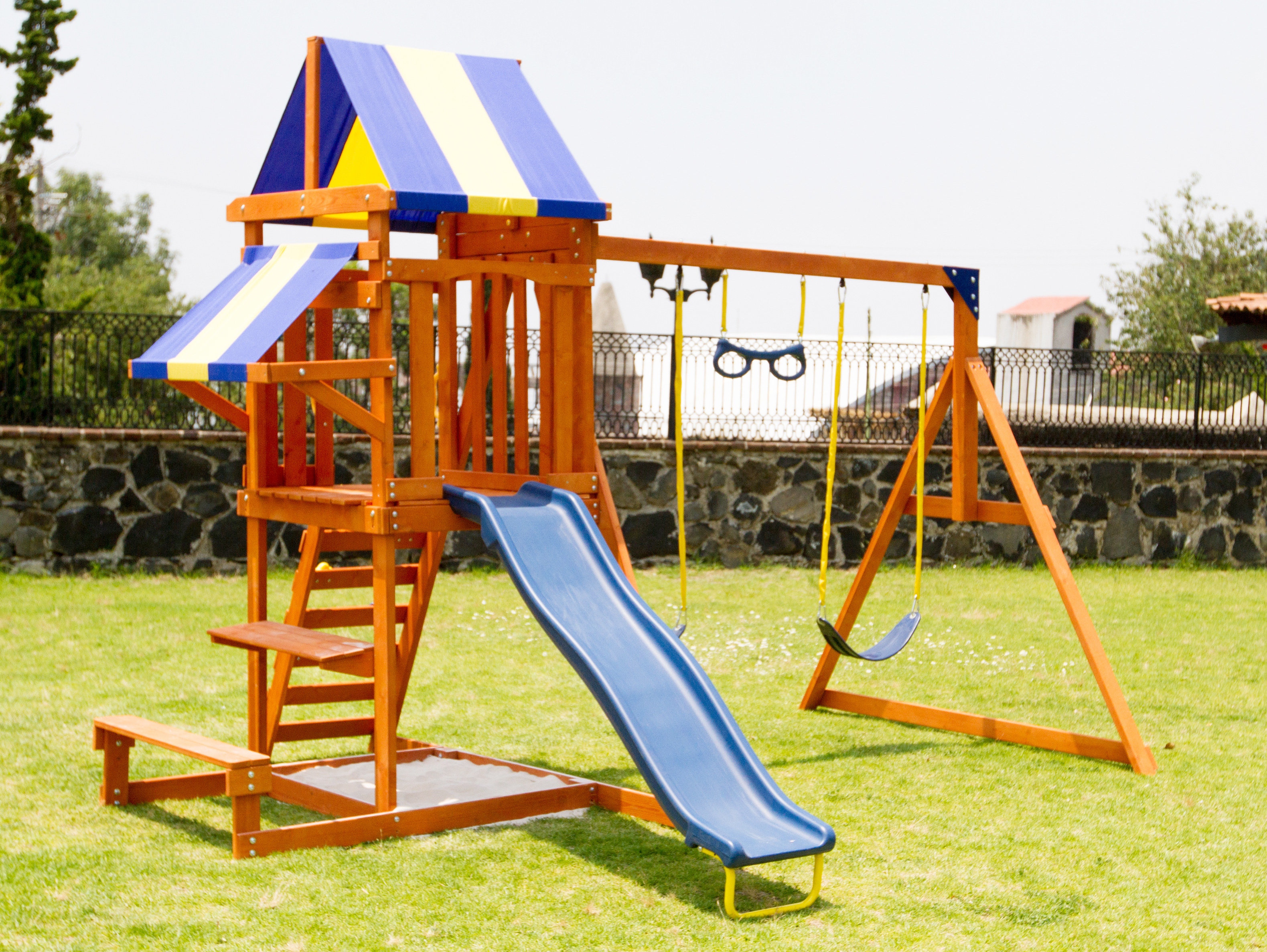 Sunnyslope Wooden Swing Set Sportspower