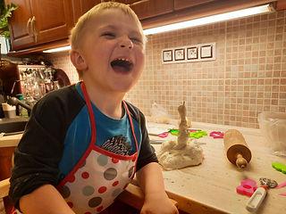 kryštůfek v kuchyni.jpg