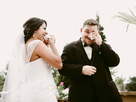 Should wedding photographers do a first look or not?