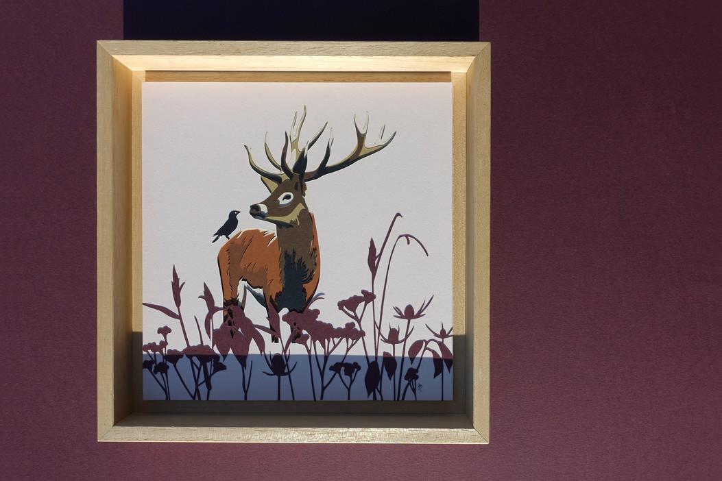 """Illustration en papier découpé """"Conversation entre un cerf et un corbeau"""""""