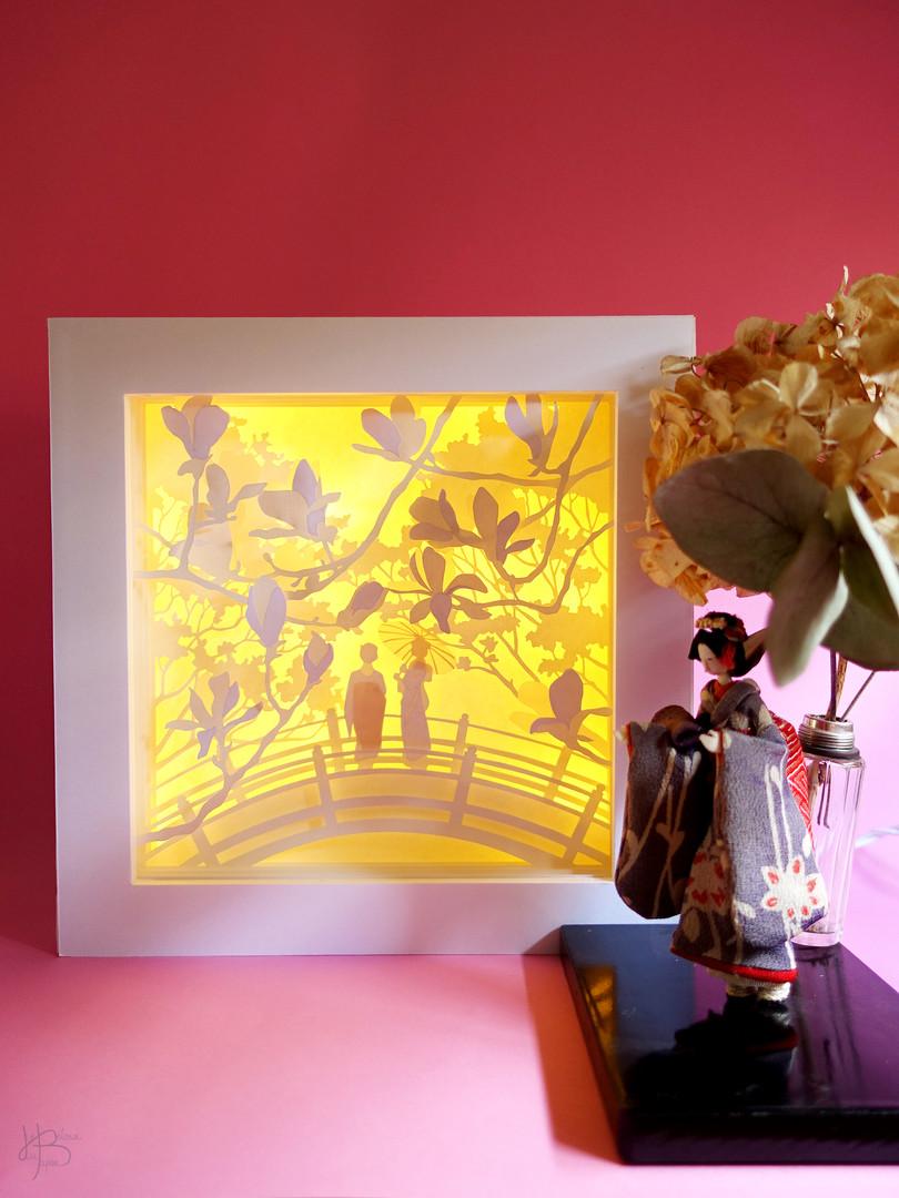 """Lightbox """"Geishas admirant les fleurs de magnolias"""" - ON"""