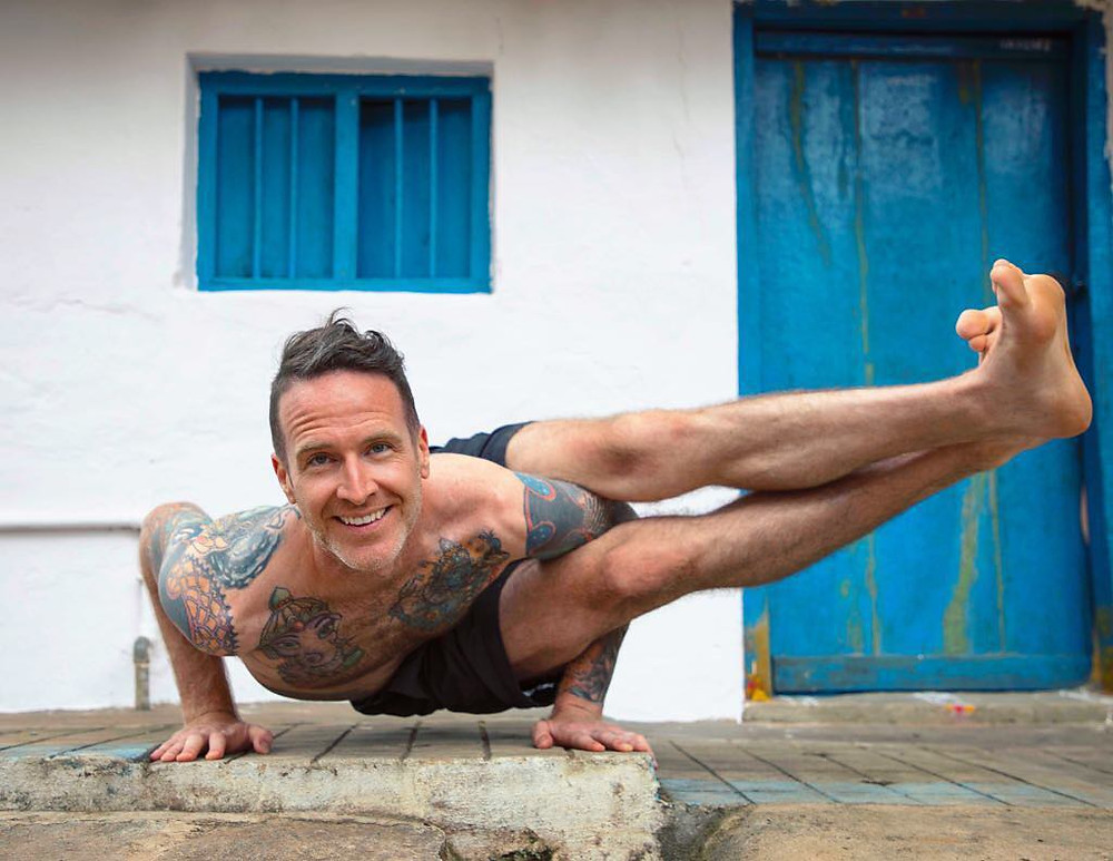Taylor Hunt in Mysore, India in 8 angle arm balance