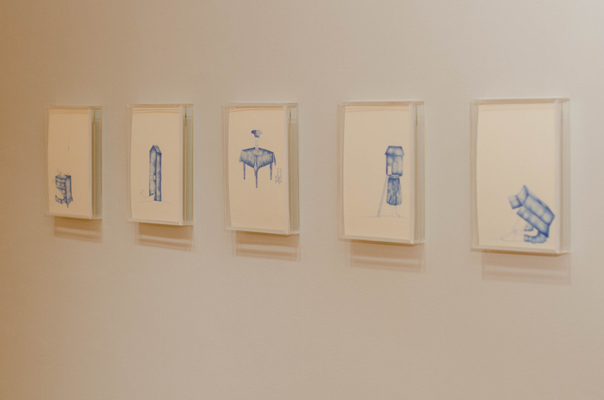 """Visão geral da exposição """"Tudo o que não invento é falso"""", Galeria Homero Massena, Vitória/ES, 2016.  Fotografia: Junior Luis Paulo"""