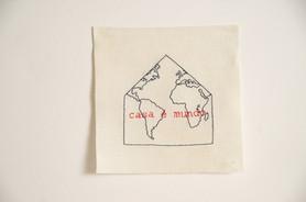 Casa é mundo, 2020  Bordado sobre linho Dimensões: 15 cm x 15 cm Fotografia: Junior Luis Paulo