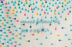 Novas formas de ser e existir [detalhe], 2020  Bordado sobre lenço de algodão estampado Dimensões: 30 cm x 30 cm Fotografia: Junior Luis Paulo